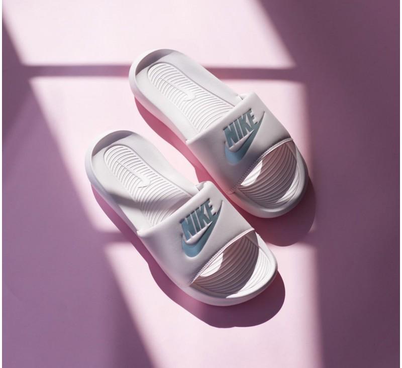 Женские тапки Nike Victori One CN9677-600